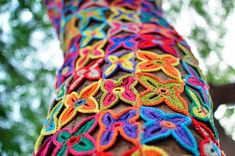 new! yarnbomb takes the concept of treehugging to a whole new level - the detail!! #crochet #yarnbomb #color