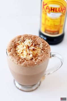Kahlua Coconut Frozen Hot Chocolate is a scrumptious summer twist on this classic drink that will be a hit at your next barbecue, picnic, or pool party! Hot Chocolate Recipe Quick, Frozen Hot Chocolate, Mini Chocolate Chips, Chocolate Cocktails, Chocolate Flavors, Kahlua Drinks, Alcoholic Drinks, Yummy Drinks, Yummy Food
