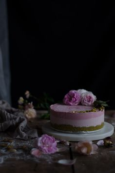 Coco e Baunilha: Cheesecake cru de pistácio, morango e rosa // Raw pistachio, strawberry rose cheesecake