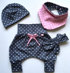 dolls couture This great set is made of lightweight cotton jersey with a polka dot motif and consists of a pair of trousers, a cap, a scarf and a knot band. The trousers grow in size tha Baby Set, Baby Pants, Kids Wear, Clothing Patterns, Baby Dress, Doll Clothes, Kids Outfits, Kids Fashion, Gym Shorts Womens