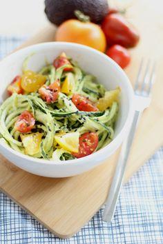 Zoodles mit Avocadocreme und Tomaten