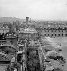 Les vestiges du palais des Tuileries incendié.