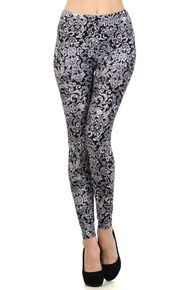 So much fun with graphic, black and white paisley print leggings. Xo, Allie Ollie