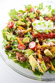Keto Dinner Recipes – 15 Easy Keto Recipes for Beginners Healthy Taco Salad (Low Carb, Gluten-free) - This easy, gluten-free, low carb, and healthy taco salad recipe is like a beef taco in a bowl. Just 10 ingredients and ready in 20 minutes! Easy Taco Salad Recipe, Low Carb Taco Salad, Taco Salad Recipes, Salad Recipes For Dinner, Healthy Salad Recipes, Keto Recipes, Healthy Dishes, Ketogenic Recipes, Ketogenic Diet