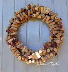 Atelier Kari naturdekorasjoner og kranser Grapevine Wreath, Grape Vines, Wreaths, Wood, Home Decor, Atelier, Decoration Home, Woodwind Instrument, Room Decor