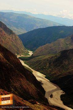 El Cañón del Chicamocha, patrimonio natural de Santander para el mundo. Gracias @Solano por compartir esta foto.