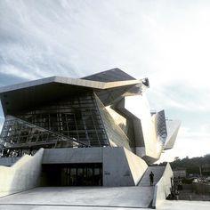 #ONLYLYON #Architecture #architecturephotography #design #리옹 두개의 강 만나는 지점 분명한 랜드마크 역할을 할것같다. by moodymooday