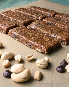 Homemade Larabars | The Sweet Life  Ingredients 1 1/2 cup pitted Medjool dates, packed 1 cup roasted peanuts, unsalted 1/2 cup raw cashews pinch of sea salt 1/3 cup vegan chocolate chips