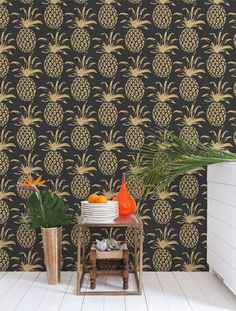 There's no better way to say WELCOME than with our pineapple wallpaper! Material: Screen-printed by hand on clay-coated, FSC-certified paper. Also available on contract vinyl and Terralon. Modern Wallpaper, Bathroom Wallpaper, Home Wallpaper, Designer Wallpaper, Retro Wallpaper, Thema Hawaii, Pineapple Wallpaper, Decoration Originale, Sweet Home