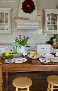 Farmhouse Kitchen Table Setting Design