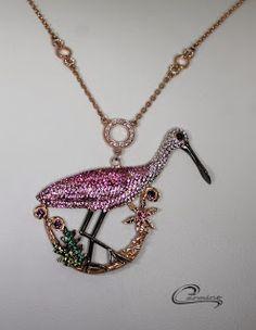 Cola Colhereiro Coleção Aves Preciosas com aplique de rodio negro - joia com 10 camadas de ouro 18k