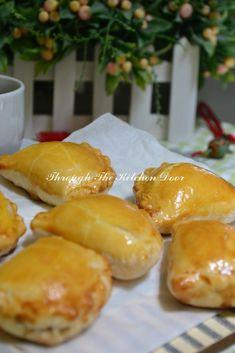 Through The Kitchen Door: Mini Kaya Puff Pastry Malaysian Dessert, Malaysian Food, Puff Recipe, Dough Recipe, No Bake Desserts, Dessert Recipes, Baking Desserts, Jamaican Patty, Tandoori Masala