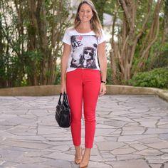 Look de trabalho - calça social - calça vermelha - T shirt - tshirt - scarpin - look de verão - work outfit - look executiva - moda corporativa