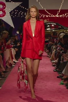 Dress videos Brandon Maxwell Look Spring Summer 2019 Collection Red Mini Dress / Short Dress with deep V-Neck Cut with Long Sleeves. Runway Show by Brandon Maxwell Gala Dresses, Couture Dresses, Short Dresses, Fashion Dresses, Mini Dresses, Runway Fashion, Fashion 2020, Womens Fashion, Fashion Trends