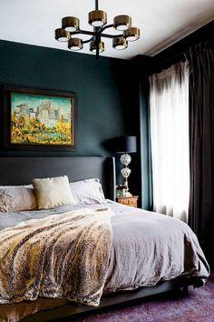 Stunning Small Master Bedroom Design Ideas - Page 11 of 61 Dark Bedroom Walls, Bedroom Sets, Home Bedroom, Bedroom Decor, White Bedrooms, Dark Walls, Trendy Bedroom, Bedding Sets, Wall Decor