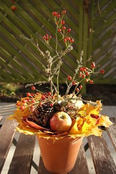 DYI Herbst Gesteck mit Hagebutten - Filz & Garten