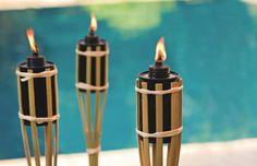 Antorchas para iluminar tu jardín en ocasiones especiales o día a día. #jardin #Iluminacion #Outdoor