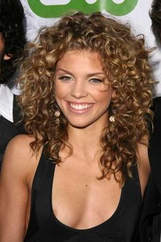 I would love my hair to be curly like this!