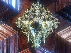 Aldaba de una puerta de la Catedral de Barcelona