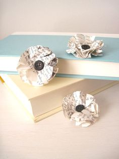 would make such a great DIY boutonniere for a book themed wedding or a wedding at a library!