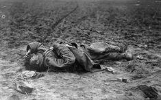 La Première Guerre mondiale en images: un soldat  autrichien est mort sur le champ de bataille 1915.