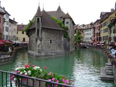 Annecy France- my mum has a painting if this very spot! I have been looking at this scene for the last 25 years.. Gosh I would love to see it in person ❤