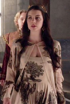 the CW's Reign Fashion & Style — Hello, if you can find a picture that reveals more. Queen Mary Reign, Mary Queen Of Scots, Adelaide Kane, Beautiful Costumes, Beautiful Gowns, Serie Reign, Isabel Tudor, Reign Mary And Francis, Marie Stuart