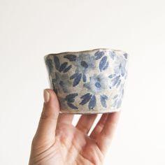 hndmade Cobalt Floral Planter clay mug Ceramic Clay, Ceramic Pottery, Pottery Art, Clay Cup, Clay Pots, Bowls, Pottery Techniques, Clay Design, Japanese Ceramics