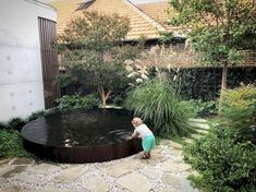 Garden Designs - - 39 Amazing Townhouse Courtyard Garden Designs Amazing Townhouse Courtyard Garden Designs - - 39 Amazing Townhouse Courtyard Garden Designs - Swimming Pools For Small Outdoor Spaces Outdoor Water Features, Water Features In The Garden, Garden Features, Back Gardens, Outdoor Gardens, Townhouse Garden, Australian Native Garden, Australian Garden Design, Small Outdoor Spaces