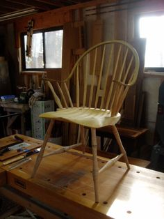 Windsor Chair - one day I'd like to make one of these Wooden Office Chair, Old Wooden Chairs, Wooden Armchair, Old Chairs, Wood Furniture, Furniture Ideas, Furniture Design, Carver Chairs, Fancy Chair