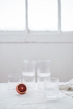 Collection capusle Art de la Table Hellø Blogzine et La Redoute Intérieurs © Chloé Lapeyssonnie // Hëllø Blogzine blog deco & lifestyle www.hello-hello.fr Diy Kitchen Furniture, How To Clean Furniture, Wood Furniture, Furniture Cleaning, Ceramic Tableware, Design Blog, Blog Deco, Glass Of Milk, Bowls
