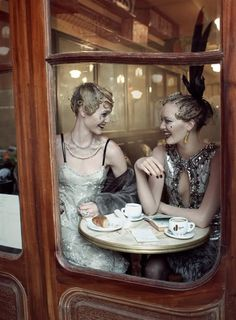 Oh look! @ScorpionDisco posted a photo of us having tea on her blog! She's the one with the feather.