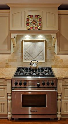 These custom designed kitchen range hoods are just a sampling of the hood options you have with Superior Woodcraft. Hoods are typical a focal point … Kitchen Range, Outdoor Kitchen Appliances, Kitchen Remodel, Kitchen Redo, Kitchen Shelf Brackets, Kitchen Shelves, Kitchen Renovation, Kitchen Range Hood, Kitchen Design