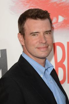 """Scott Foley Photos Photos - Actor Scott Foley arrives at the premiere of HBO 'True Blood' season 5 premiere held at ArcLight Cinemas Cinerama Dome on May 30, 2012 in Hollywood, California. - Premiere Of HBO's """"True Blood"""" 5th Season - Red Carpet"""