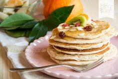 pancakes integrali light, una ricetta senza uova né latte per una colazione leggera e sana, con farina integrale bio e sciroppo naturale di agave.