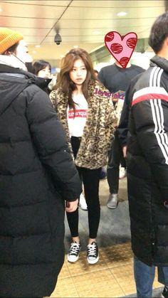 Jennie ❤❤ She look like a godness , gorgeous Blackpink Fashion, Korean Fashion, Fashion Outfits, Womens Fashion, Kim Jennie, Kpop Outfits, Cute Outfits, Yg Entertainment, Kpop Mode