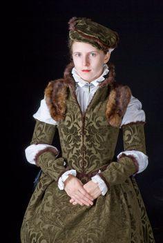 Daze of Laur » Blog Archive » Fur trimmed Polish Renaissance gown: for faire