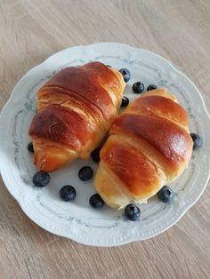 Croissante pufoase. – Lorelley.blog Baking Recipes, Cake Recipes, Dessert Recipes, Romanian Food, Just Bake, Cookie Desserts, No Bake Cake, Hot Dog Buns, Nutella