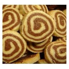 Biscoito Amanteigado Caracol de Chocolate Pasta, Onion Rings, Love Cake, Doughnut, Donuts, Cake Recipes, Biscuits, Deserts, Cooking Recipes
