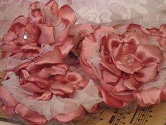 Beautiful!  Vintiquities Workshop: A free Flower Tutorial...