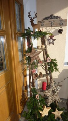 Front door decoration with old ladder . - Front door decoration with old ladder More - Ladder Christmas Tree, Christmas Decorations For The Home, Christmas Porch, Christmas Images, Country Christmas, Xmas Decorations, Christmas Projects, Christmas Time, Holiday Decor