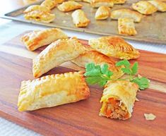 Each baked curry puff is loaded up with mince, spices and root vegetables. The filling is then wrapped in puff pastry and baked until golden and delicious. Mini Pie Recipes, Puff Pastry Recipes, Cooking Recipes, Puff Pastries, Quick Recipes, Healthy Cooking, Cooking Time, Pork Mince, Savory Snacks