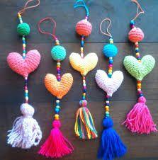 Resultado de imagen para colgantes para cortinas de corazones Love Crochet, Crochet Motif, Crochet Toys, Crochet Stitches, Crochet Baby, Knit Crochet, Crochet Patterns, Yarn Crafts, Diy And Crafts