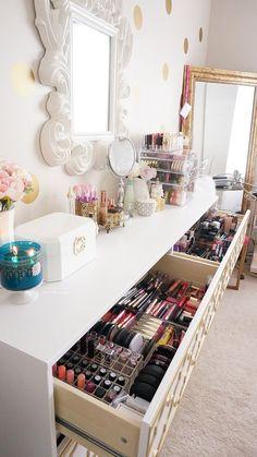 @assisjoanna6 Makeup Collection and Storage Coleção de maquiagem guardada na penteadeira SONHO DE CONSUMO