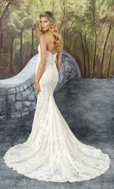 Wedding Dress Inspiration - Photo: Justin Alexander Bridal