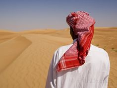 Middle east Traditional Clothing | Dress in the Desert Outside Dubai, United Arab Emirates, Middle East ...