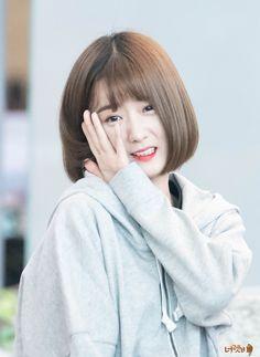 Yoon bbomi♡ Kpop Girl Groups, Korean Girl Groups, Kpop Girls, Son Na Eun, Pink Panda, Fans Cafe, Cube Entertainment, South Korean Girls, Baekhyun