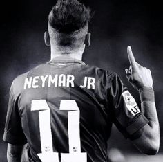 neymar jr: may god bless us and protect us Neymar Jr, Real Madrid, Good Soccer Players, Football Players, Psg, Fc Southampton, Barca Team, Neymar Barcelona, Soccer Hair