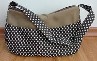 Szorgos kezek: Pöttyös táska (ingyen szabásmintával és varrási útmutatóval) Polka Dot Top, Wedges, Singer, Bags, Shoes, Women, Fashion, Dressmaking, Creative