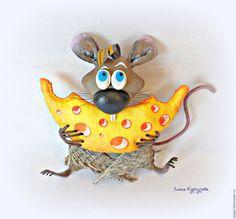 Амбарная крыска Фрося – купить в интернет-магазине на Ярмарке Мастеров с доставкой - BXQ57RU Christmas Scenes, Christmas Ornaments, Mouse Pictures, Hamster, Cute Mouse, Sewing Toys, Handmade Toys, Lana, Sewing Projects